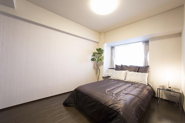 明るく眺望のよい主寝室