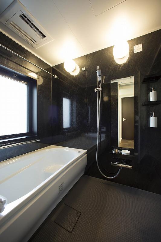 窓付きにより換気ができ、いつでも快適な入浴タイムが実現