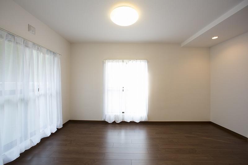 日当たり・通風のよい洋室