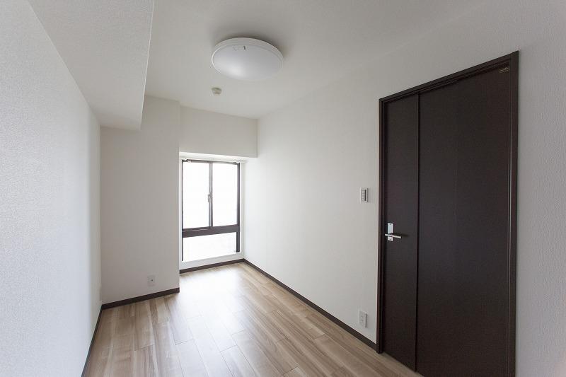 洋室2は壁一面がクロゼット、収納たっぷり